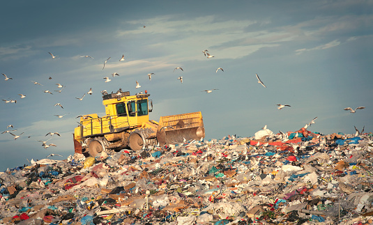 Earth Mover「Refuse compactor working at junkyard」:スマホ壁紙(0)
