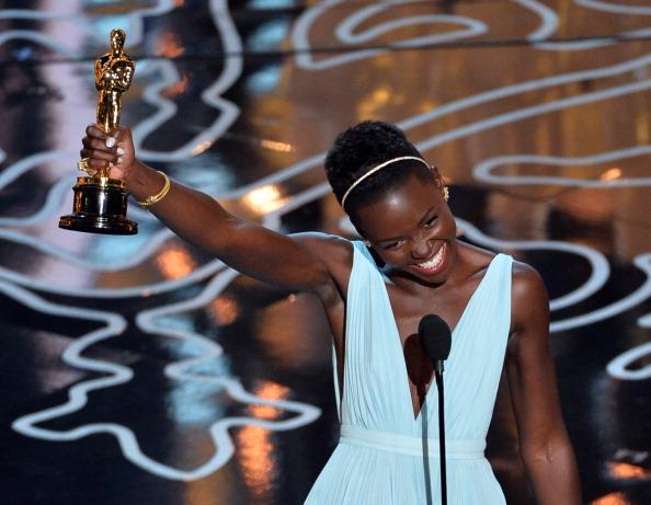 Holding「86th Annual Academy Awards - Show」:写真・画像(2)[壁紙.com]