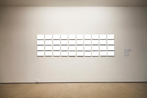 Frame - Border「Group of blank frames on the wall at art gallery」:スマホ壁紙(10)