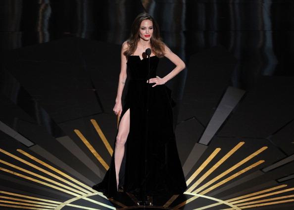 アンジェリーナ・ジョリー「84th Annual Academy Awards - Show」:写真・画像(5)[壁紙.com]