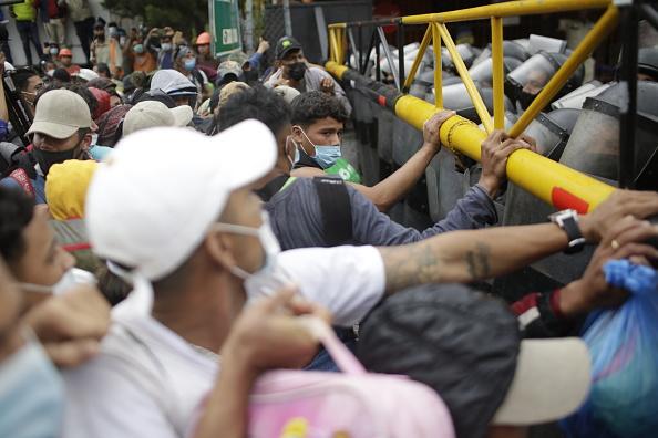 Crisis「Migrant Caravan Arrives in Guatemala On Its Journey To The U.S.」:写真・画像(15)[壁紙.com]