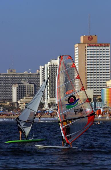 Mediterranean Sea「Israelis Celebrate Jewish New Year At The Beach」:写真・画像(15)[壁紙.com]