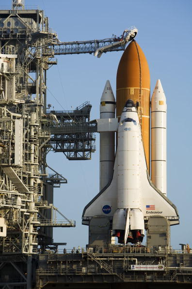 Space Shuttle Endeavor「Space Shuttle Endeavour Rolls Out To Launch Pad」:写真・画像(10)[壁紙.com]