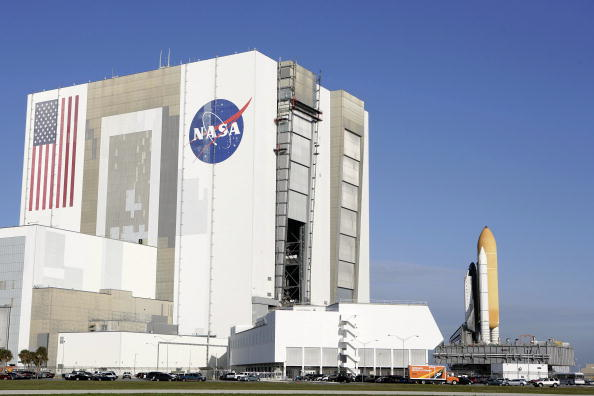 NASA Kennedy Space Center「Space Shuttle Atlantis Moved To Launch Pad」:写真・画像(2)[壁紙.com]
