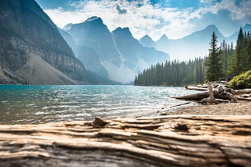 アルバータ州「モレーン湖、バンフ国立公園-カナダ」:スマホ壁紙(1)