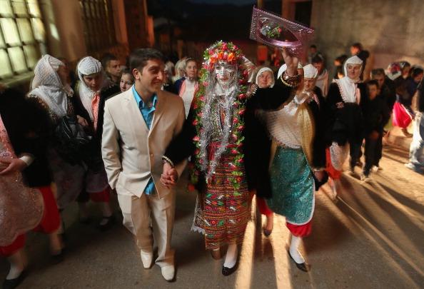 Bride「Ribnovo Villagers Celebrate A Wedding」:写真・画像(16)[壁紙.com]