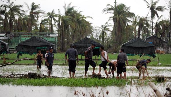 Emergency Shelter「Cyclone Aid Starts To Trickle Into Burma」:写真・画像(16)[壁紙.com]