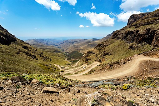 Hairpin Curve「Africa, South Africa, KwaZulu-Natal, Underberg, Sani Pass」:スマホ壁紙(1)