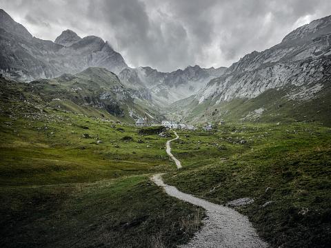 Mountain Range「trail to the village」:スマホ壁紙(8)