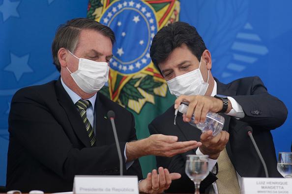 President of Brazil「Brazilian President Jair Bolsonaro attends a Press Conference to Give Updates on the Coronavirus (COVID-19) Outbreak」:写真・画像(3)[壁紙.com]