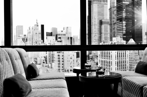 City Life「NYC Skyline from a Window Bar Lounge, NYC. Black And White.」:スマホ壁紙(17)