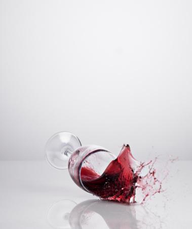 Wineglass「Red wine spilling from glass」:スマホ壁紙(19)