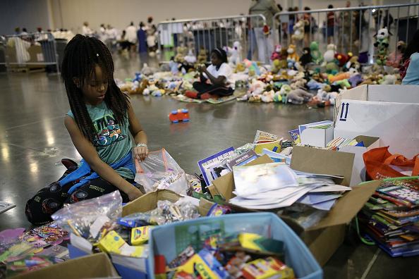 Emergency Shelter「Epic Flooding Inundates Houston After Hurricane Harvey」:写真・画像(6)[壁紙.com]
