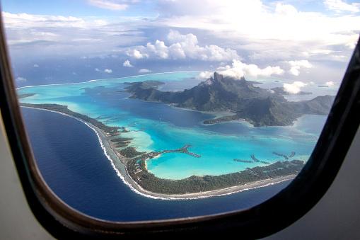 Commercial Airplane「Bora Bora through the window」:スマホ壁紙(18)