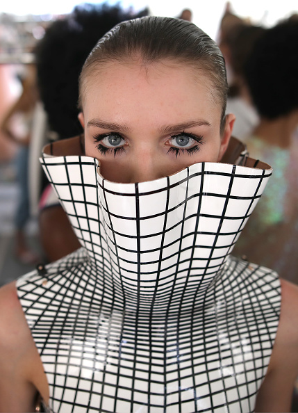 Mercedes-Benz Fashion Week - Berlin「Marina Hoermanseder - Backstage - Berlin Fashion Week Spring/Summer 2019」:写真・画像(6)[壁紙.com]
