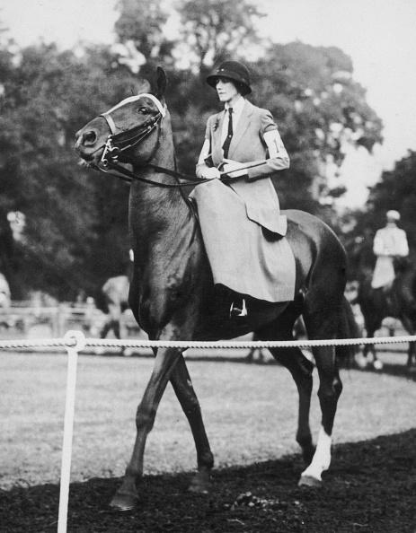 Horse「Countess Riding Sidesaddle」:写真・画像(10)[壁紙.com]