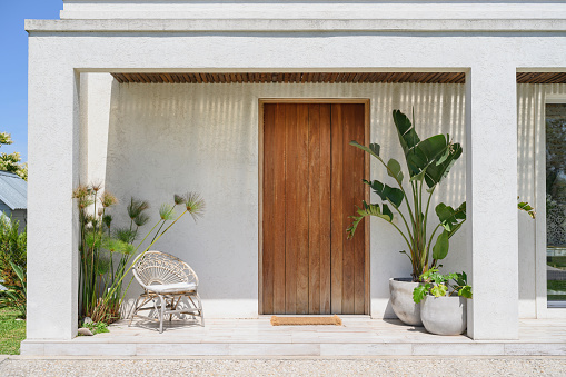 Entrance「Modern home front door and porch in Buenos Aires」:スマホ壁紙(7)
