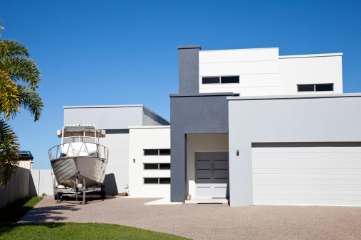 Queensland「Modern Home with Boat and blue sky」:スマホ壁紙(11)