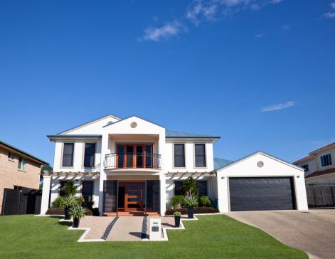 Queensland「Modern Home Frontage with blue sky」:スマホ壁紙(13)
