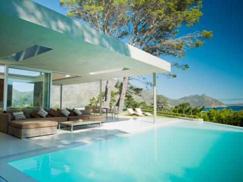 Infinity Pool「Modern home, patio and infinity swimming pool」:スマホ壁紙(17)