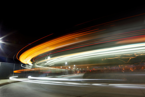 Blurred Motion「Lights Streaking in Arc at Night」:スマホ壁紙(11)