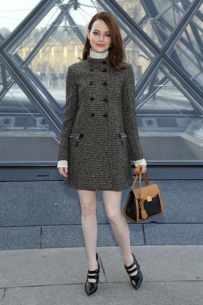Emma Stone「Louis Vuitton : Photocall - Paris Fashion Week Womenswear Fall/Winter 2019/2020」:写真・画像(15)[壁紙.com]