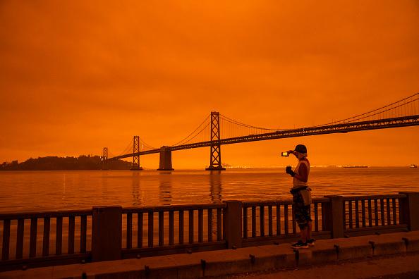 Orange Color「Wildfires Envelop San Francisco Bay Area In Dark Orange Haze」:写真・画像(2)[壁紙.com]