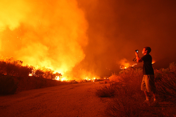 Inferno「Santa Ana Winds And Hot Conditions Stoke Wildfire In Ventura CountyÊ」:写真・画像(15)[壁紙.com]