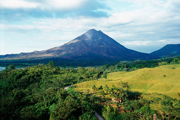 Outdoor photo with Arenal Volcano in Costa Rica:スマホ壁紙(壁紙.com)