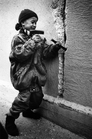 Berlin Wall「Chiselling The Wall」:写真・画像(12)[壁紙.com]