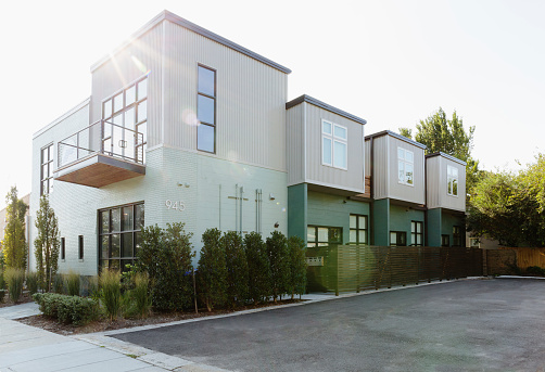Parking Lot「Modern condo building and parking lot」:スマホ壁紙(13)