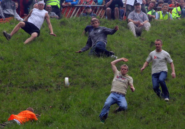 Matt Cardy「Annual Bank Holiday Cheese Rolling Competition」:写真・画像(7)[壁紙.com]