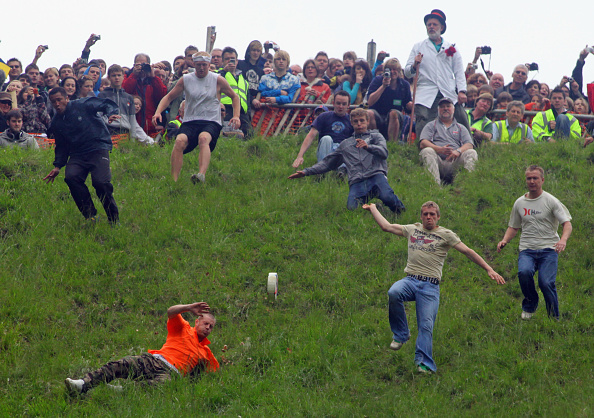 Matt Cardy「Annual Bank Holiday Cheese Rolling Competition」:写真・画像(11)[壁紙.com]