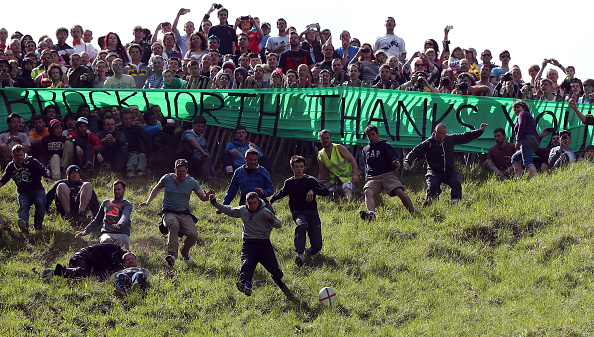Cheese「Cooper's Hill Hosts The Annual Cheese Rolling And Wake」:写真・画像(13)[壁紙.com]