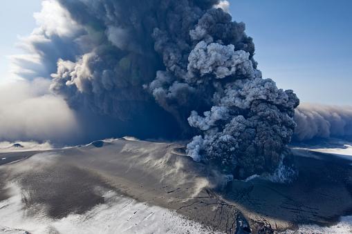Volcano「Eyjafjallajokull volcano erupting in Iceland」:スマホ壁紙(6)