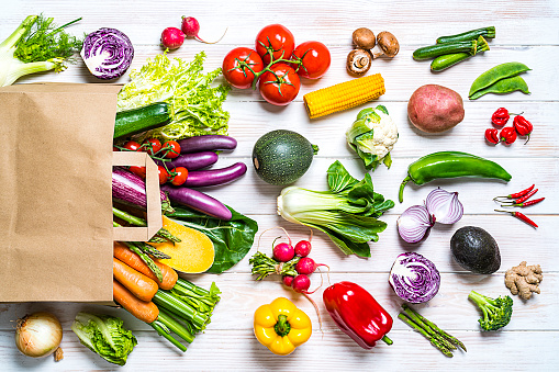 Broccoli「Shopping bag filled with fresh organic vegetables on white table」:スマホ壁紙(9)