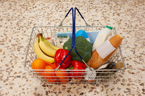 Supermarket「Shopping Basket with selection of food,drink and household items.」:スマホ壁紙(19)