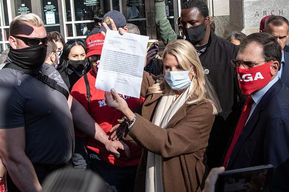 Philadelphia - Pennsylvania「Protests Continue In Philadelphia As Pennsylvania Counts Votes」:写真・画像(12)[壁紙.com]