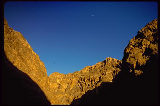 グレープバイン山「Moon Over Grapevine Mountains」:スマホ壁紙(10)