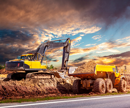 Construction Vehicle「Excavator and dump truck on the construction site」:スマホ壁紙(14)