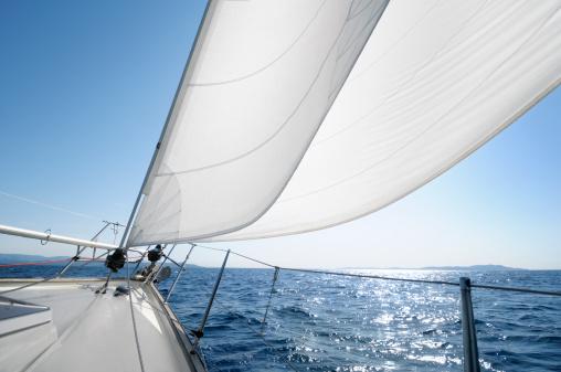 Sailing「Sailing towards the horizon on a sunny day」:スマホ壁紙(18)