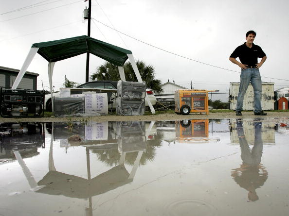 Bay of Water「South Florida Prepares For Hurricane Wilma」:写真・画像(8)[壁紙.com]
