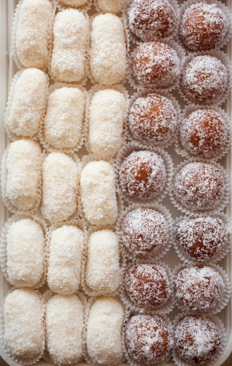 Indian Culture「Close up display of Indian sweets.」:スマホ壁紙(11)