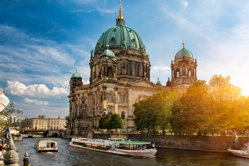 Cathedral「A tour boat on the Spree River, Berlin」:スマホ壁紙(3)