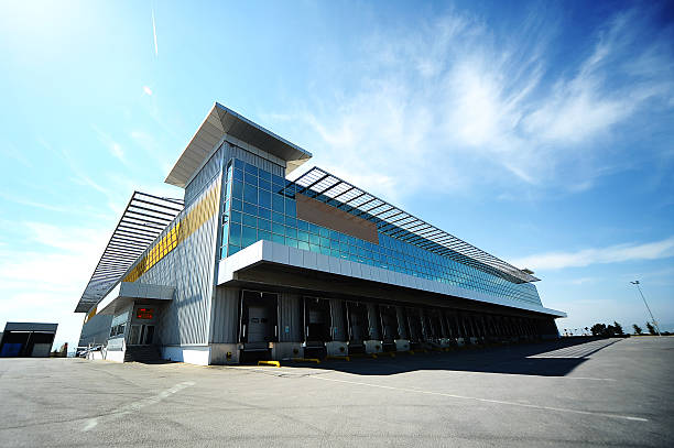 Outdoor warehouse:スマホ壁紙(壁紙.com)