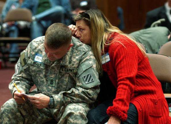 Fort Stewart「Army Soliders Headed To Iraq Renew Their Wedding Vows」:写真・画像(4)[壁紙.com]