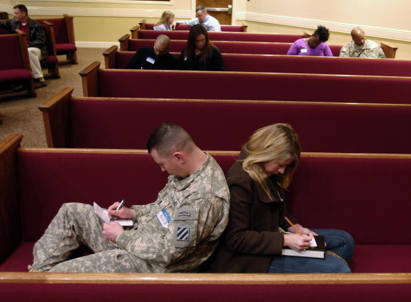 Fort Stewart「Army Soliders Headed To Iraq Renew Their Wedding Vows」:写真・画像(5)[壁紙.com]