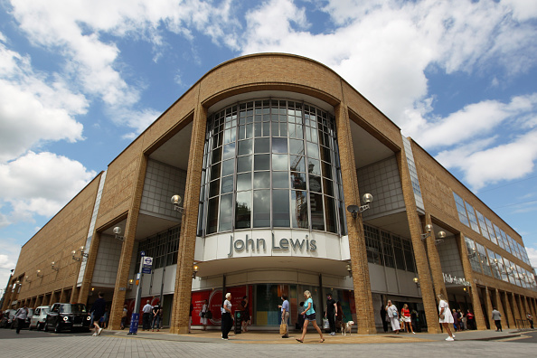 Kingston-upon-thames「UK Non-essential Retailers Reopen To Shoppers As Coronavirus Lockdown Eases Further」:写真・画像(4)[壁紙.com]