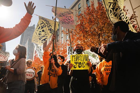 Philadelphia - Pennsylvania「Protestors Active In Philadelphia As Pennsylvania Ballot Count Continues」:写真・画像(9)[壁紙.com]