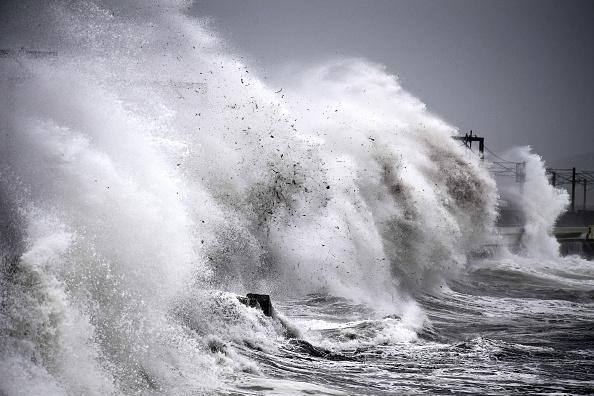 Water's Edge「Storm Callum Makes Landfall In The UK」:写真・画像(0)[壁紙.com]
